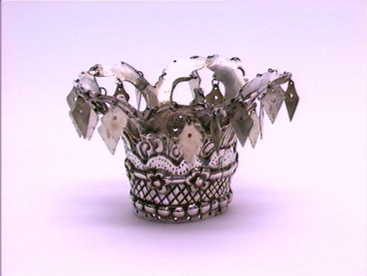 Fairy Crowns of Scandinavia 1896 Numedal bride's crown. The crowns got smaller towards the end of the 19th century. https://digitaltmuseum.no/011023123334/brudekrone