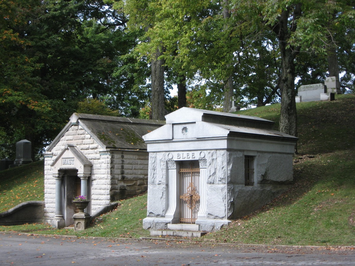 Tombstone Madness: A 19th-century occupational disease family tomb vaults
