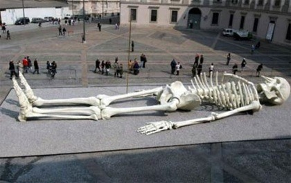 Calamita Cosmica by Gino De Dominicis http://www.atlasobscura.com/places/giant-skeleton-sculpture