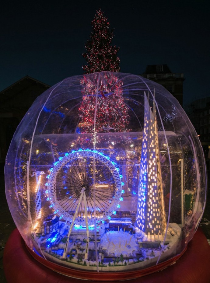Mrs Guppy the Snow Queen World's Largest Snow-globe, featuring London. http://luxurylaunches.com/other_stuff/worlds-largest-snow-globe.php