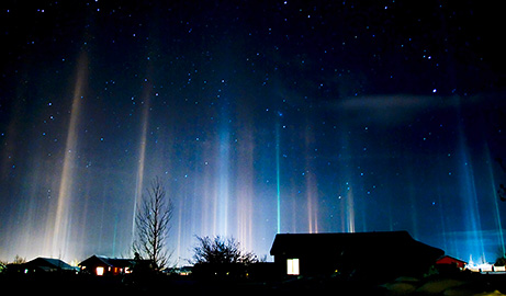 Light Pillars from http://news.nationalgeographic.com/news/2009/02/photogalleries/light-pillars/