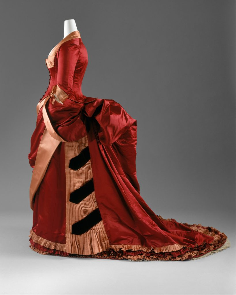 A Bum-roll, Please - Victorian Bustle Humor Bustle gown, c. 1884-86 http://www.metmuseum.org/collection/the-collection-online/search/82880?rpp=30&pg=1&ft=quilted+dressing+gown&pos=2