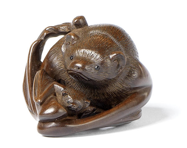 Bats in the Coal. Boxwood bats netsuke Horaku 19th c http://www.bonhams.com/auctions/19548/lot/205/