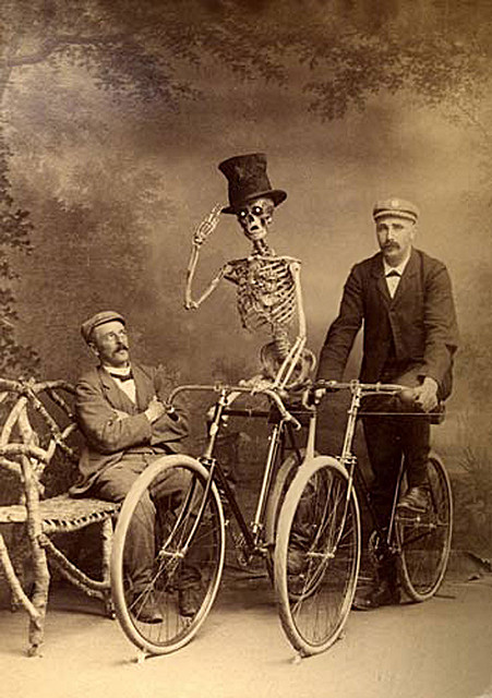 Dead Man Cycling, http://farm5.static.flickr.com/4041/4285142744_1607dd0c35_z.jpg?zz=1